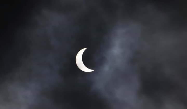 यस्तो देखियो आजको सूर्य ग्रहण (तस्बिरमा)