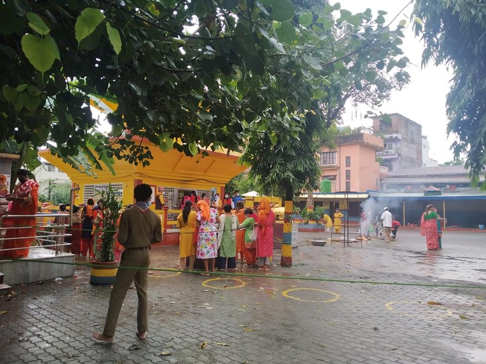 साउने सोमबारकाे राैनक : पशुपतिनाथ मन्दिर भरिभराउ