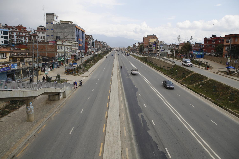 कोरोना कहर  : फेरि सुनसान देखिन थाले काठमाडौँका सडक