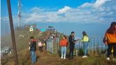 मनोरञ्जन लिन मानहुँकोट पुगेका आन्तरिक पर्यटक