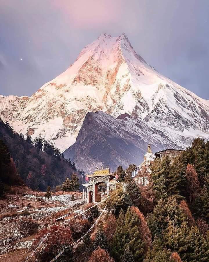 The eighth-highest mountain in the world'Manaslu'