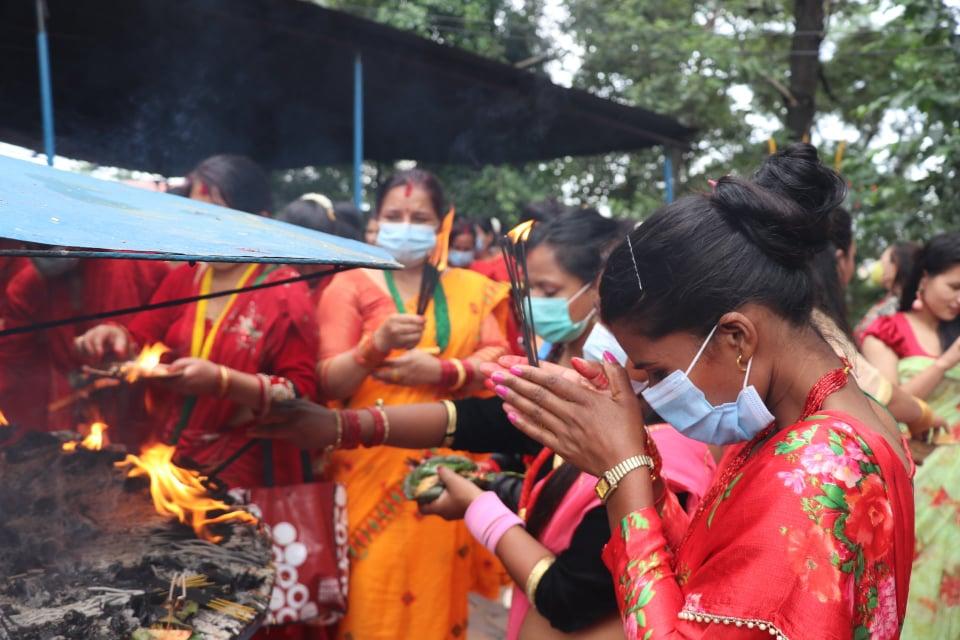 सिद्देश्वर महादेव मन्दिरमा यसरी मनाईयो तिज
